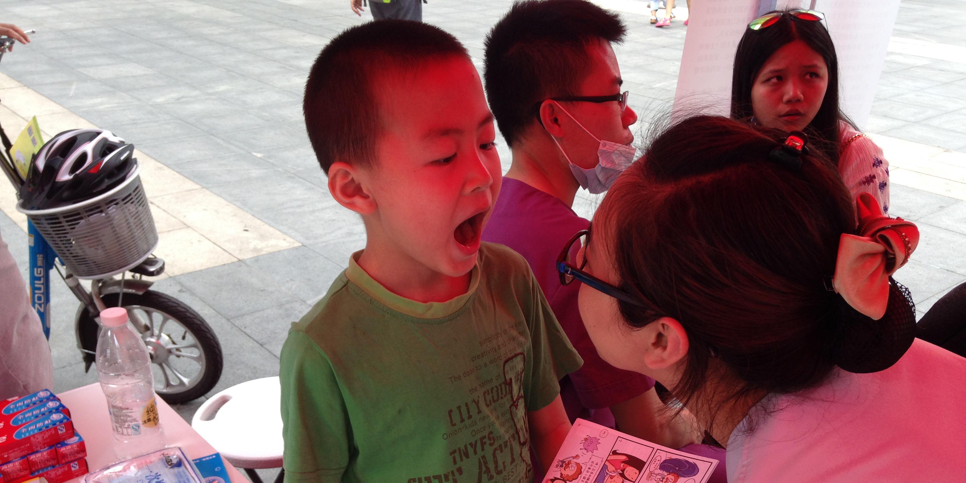 深圳爱康健齿科集团开展义诊活动