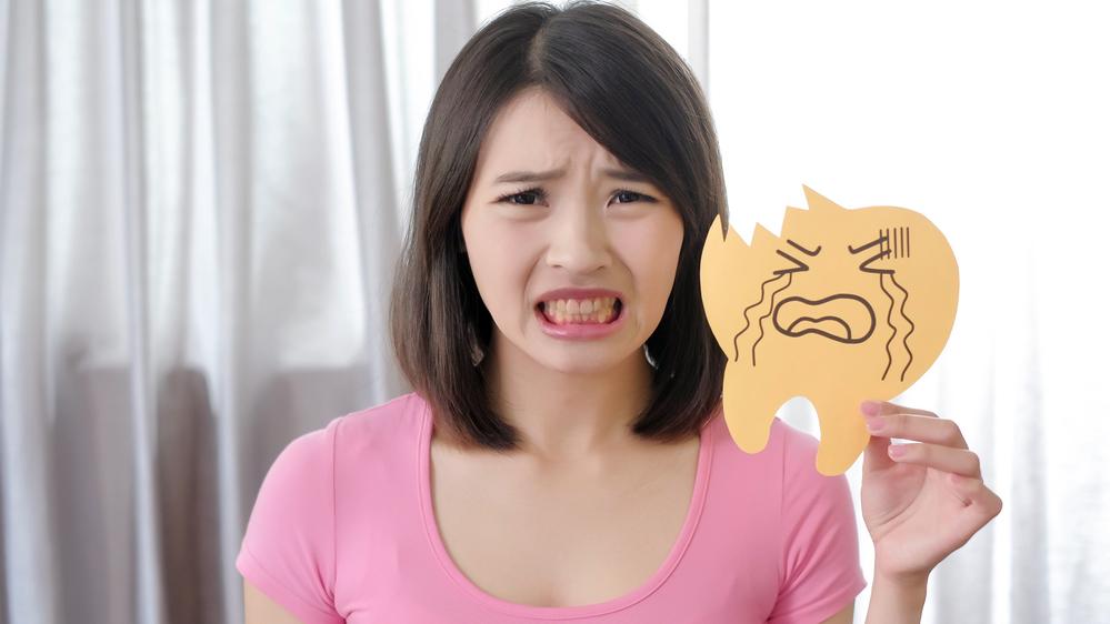 如何判断自已有没有氟斑牙?