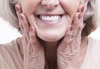 牙龈萎缩可以恢复吗?