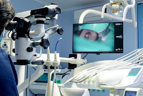 【牙医说第28期】眼睛看不到的也可治疗!显微镜如何让口腔诊疗发生巨变?
